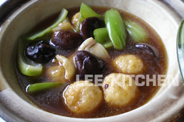 Braised Fish Maw, Prawn Ball and Black Mushroom in Brown Sauce